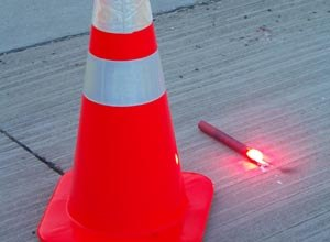 The model deployment guideline applies to temporary traffic control at unplanned highway incidents such as vehicle collisions or fires and focuses on the use of cones or flares.