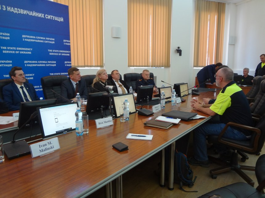 IFRM members met with Ukrainian officials to discuss a large-scale relief effort. (Photo/IFRM)