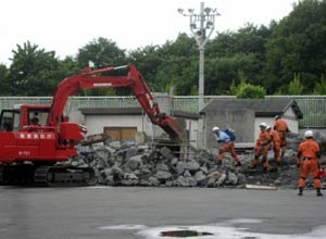 Photo Adam K. Thiel Highly-skilled members of the Tokyo Fire Department's Hyper-Rescue Team conduct a heavy USAR drill assisted by robotic firefighting vehicles, helicopters, and blasting agents.