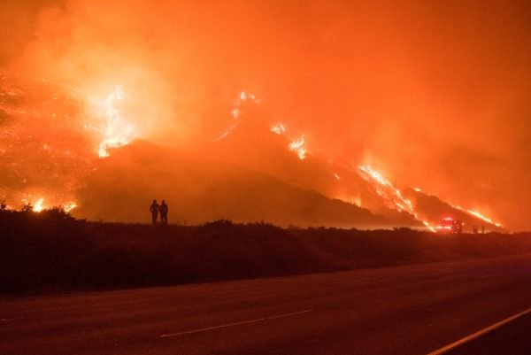 In a matter of hours, flames from the Thomas fire engulfed thousands of acres. (Photo/R. Collum)