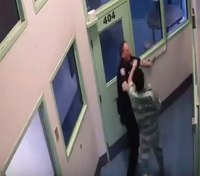 Video: Wash. inmate attacks CO during escort