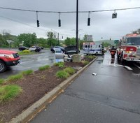 Conn. FF witnesses crash scene, rescues elderly man