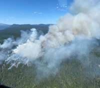 Helicopter pilot dies fighting Ore. wildfire