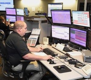顾问建议俄亥俄州斯塔克县巩固其七个派遣中心,以减少呼叫转移。