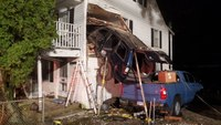 FFs rescue motorist from SUV stuck in 2nd story of Conn. house after crash