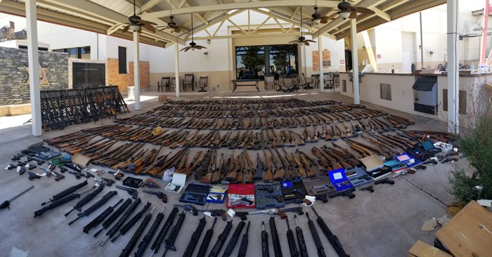 On June 14, the Los Angeles County Sheriff's Department said they searched 60-year-old Manuel Fernandez's home and seized 432 firearms, and seized an additional 91 the next day. (Photo/Los Angeles County Sheriff's Department)
