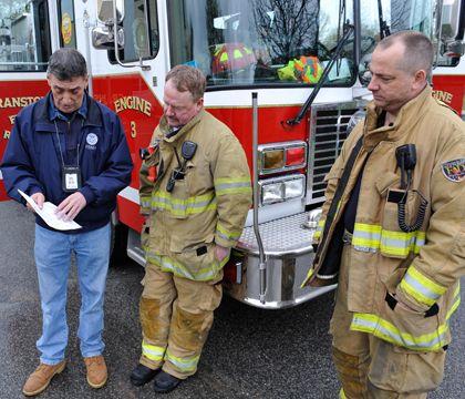 Honour /& Courage Firefighter Mens Fireman/'s T-Shirt Fire Brigade Service Engine