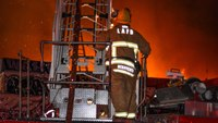 Downtown L.A. warehouse erupts in flames overnight; smoking supplies explode