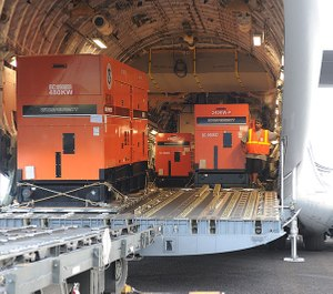 FEMA generators are being unloaded from a C-17 military cargo plane. (Photo/Wikimedia Commons)