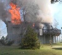 2 Calif. FFs fall through floor at structure fire