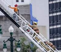Unstable building, cranes hamper rescue attempt in New Orleans