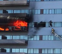 Video: Ladder rescue of man clinging to 6th floor window at LA high-rise fire