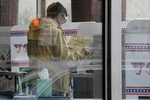 At least 13 states have postponed voting and more delays are possible as health officials warn that social distancing and other measures to contain the virus might be in place for weeks, if not months. Image: AP Photo/Morry Gash