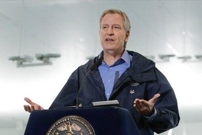 NYC mayor urges national enlistment program for doctors