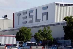 The parking lot was full at Tesla's California electric car factory in Fremont on Monday, May 11, 2020, an indication that the company was resuming production in defiance of an order from county health authorities. Image: AP Photo/Paul Sakuma