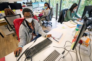 Contact tracers, from left to right, Christella Uwera, Dishell Freeman and Alejandra Camarillo work at Harris County Public Health contact tracing facility Thursday, June 25, 2020, in Houston. Contact tracing apps have the potential to solve a lot of the problems associated with manual tracing, but only if enough people use them. Image: AP Photo/David J. Phillip