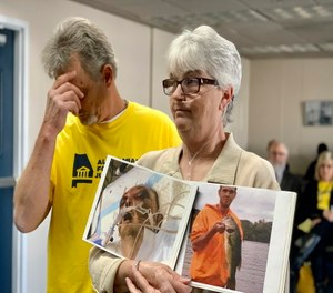 Sandy Ray, holds photos of her son, Steven Davis, during a news conference at the Alabama Statehouse in Montgomery. (AP Photo/Kim Chandler)