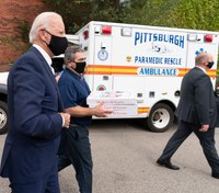 Biden delivers pizza to Pittsburgh firefighters