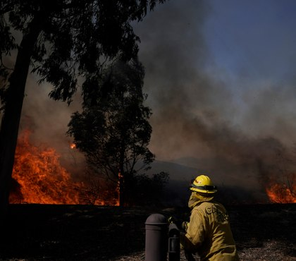 2 FFs critically burned battling SoCal wildfire