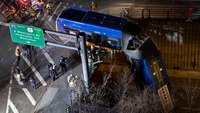 8 injured after NYC bus plunges off bridge
