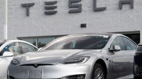 Fatal crash victim had posted videos riding in Tesla on Autopilot