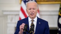'That's a ridiculously low salary': Biden takes on federal FFwages