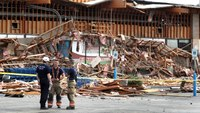 Las Vegas grocery storefront collapses, 4 hurt