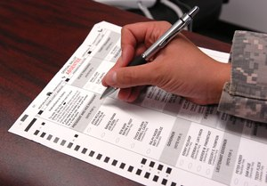 A Joint Task Force Guantanamo Trooper fills out an absentee ballot for the 2008 presidential election. Image: Spc. Carlynn Knaak/Wikimedia Commons
