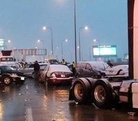 14 injured in 50-vehicle pileup on Chicago expressway