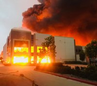 FFs battle massive blaze at Calif. Amazon distribution warehouse