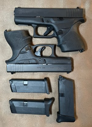 G42 43 Caption: 9mm G43 on top, .380 G42 on the bottom. One flush and one extended G42 mag sideways and one extended G43 mag vertical. Hogue grips and Pearce Grip +1 pinky grip extensions.