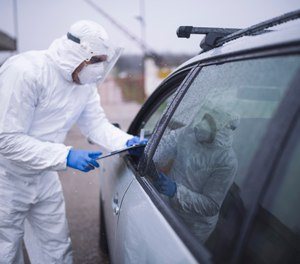 Full PPE (gown, gloves, surgical mask and eyewear) should be worn when working with suspected or confirmed COVID-19 patients. (Photo/Getty Images)