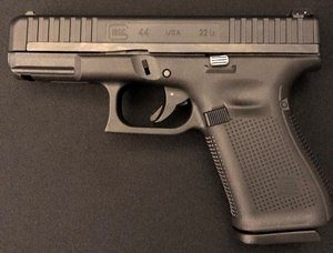 The G44 enjoys many of the Gen5 features like slide serration and no finger grooves.