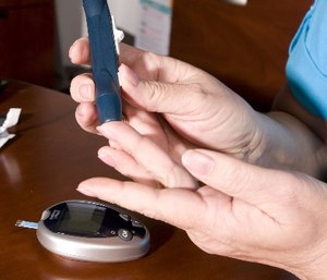 A controlled finger stick glucose test using a mechanized needle.