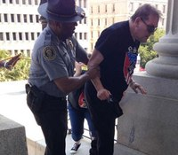 Photo: Black SC officer helps heat-stricken white supremacist during rally