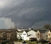 2 dead, 7 injured by tornado in Ill. town