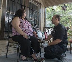 Mobile Healthcare Practitioner Kyle Barbour assesses a patient enrolled in MedStar's readmission prevention program. (Photo/MedStar)