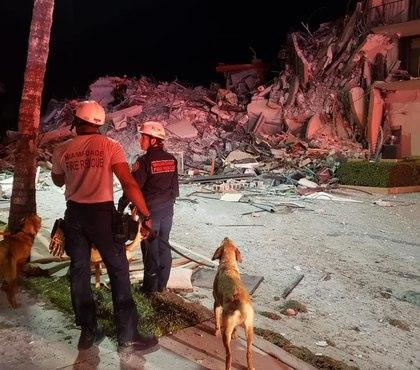 Massive fire-rescue response to collapsed Miami condo