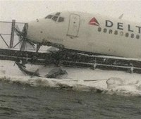 Airliner skids off snowy NY runway, injures 6
