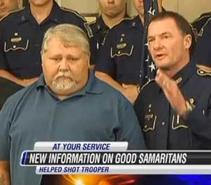 In this screen grab from KPLC-TV, state police chief Mike Edmonson stands with Robert Ledoux, the good Samaritan who helped capture a man accused of shooting Senior Trooper Steven Vincent. (AP Image)