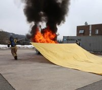 Smothering fire: A new approach to car fire extinguishment