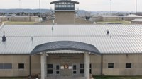 Ill. federal prison employees to receive 25% retention pay increase