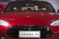 NHTSA investigating first self-driving Tesla crash fatality