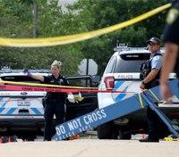 Police: Prisoner shoots 3 Chicago officers outside station