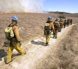 LA County firefighters move to battle a blaze near Chesebro Canyon. California payroll records reveal that firefighter overtime in the state has surged 65% over the last decade. (Photo/Ricardo DeAratanha, Los Angeles Times)
