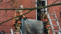 Firefighter briefly trapped in Pa. fire escapes injury, goes back in