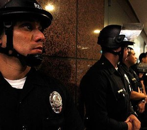 LAPD officers guard the Wells Fargo Bank building. (Photo/Luis Sinco)