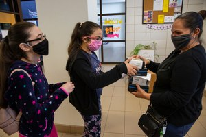 Wearing masks at school may soon be a reality for thousands of students nationwide. Image: Juan Figuero via TNS