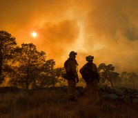 Thousands flee wildfires burning in the US and Canada