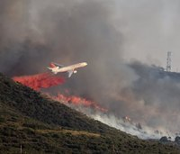 Wildland fire returns to Yarnell, 100s evacuated